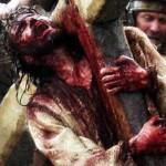 No es la lástima por lo que sufrió lo que nos debe acercar a Cristo, pues él mismo le dijo a la gente que lloraba por él: No lloren por mí, lloren por ustedes mismos y por sus hijos.